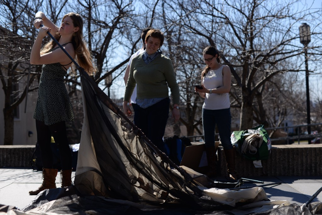 –Sophomore Lindsay Sanders sets up a tent on the Tisch Patio to represent Israeli settlements as a part of Israeli Apartheid Week on March 9. (Sofie Hecht / The Tufts Daily)
