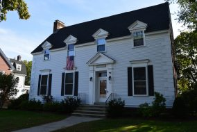 The –Chi Omega house is pictured on Saturday, Sep. 26, 2015. (Jeremy Caldwell / The Tufts Daily)