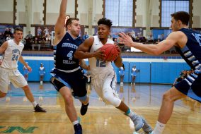 1/21/17 – Medford, MA – Senior tri-captain guard Tarik Smith drives toward the basket during Tufts' game against Conn. College on Jan. 21. (Angelie Xiong / The Tufts Daily)