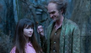 Violet Baudelaire (Malina Weissman) and her siblings must live with their distant relative Count Olaf (Neil Patrick Harris). (Netflix)