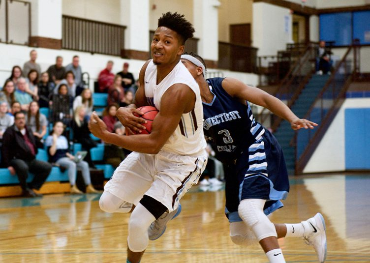 1/21/17 – Medford, MA – Senior guard Tarik Smith runs with the ball during the game against Conn. College on Jan. 21. (Aneglie Xiong / The Tufts Daily)