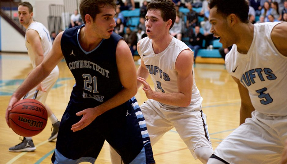 1/21/17 – Medford, MA –Juniors Everett Dayton and KJ Garrett defend against Conn. College on Jan. 21. (Aneglie Xiong / The Tufts Daily)