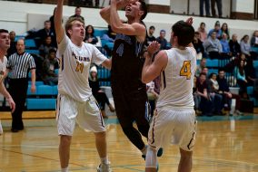 Junior Everett Dayton drives to the basket during a game against Williams on Feb. 10, 2017. (Aneglie Xiong / The Tufts Daily)