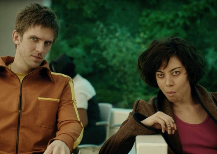 Dan Stevens (left) plays David Haller, a character with multiple personalities, and Aubrey Plaza (right) plays Lenny, an optimistic drug addict. (FX)